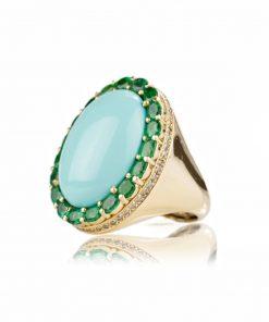 """anello in oro giallo 18 carati della collezione """"Fascino Mediterraneo"""" con turchese, smeraldi e diamanti dal taglio brillante."""