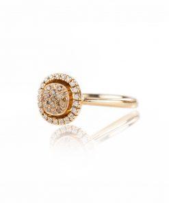 anello in oro rosa 18 carati con forma quadrata.