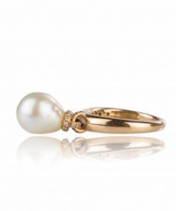 anello con oro rosa, giallo e bianco con perla australiana a goccia e diamanti brillanti