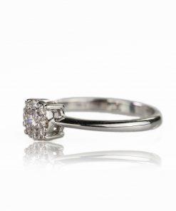 Anello in oro bianco 18 carati con diamanti dal taglio brillante a forma tonda.