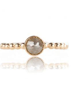 """Collezione """"Sfere luminose"""": anello in oro giallo, 18 carati con diamante taglio briolette"""
