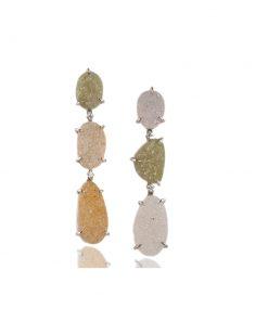orecchini in oro bianco 18 carati con druse e diamanti dal taglio brillante.