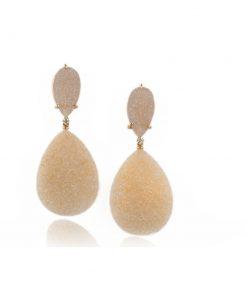 orecchini in oro rusa con drusa chiara e diamanti dal taglio brillante.