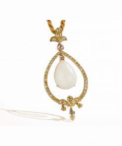 pendente a goccia in oro giallo con opale bianco sfumato